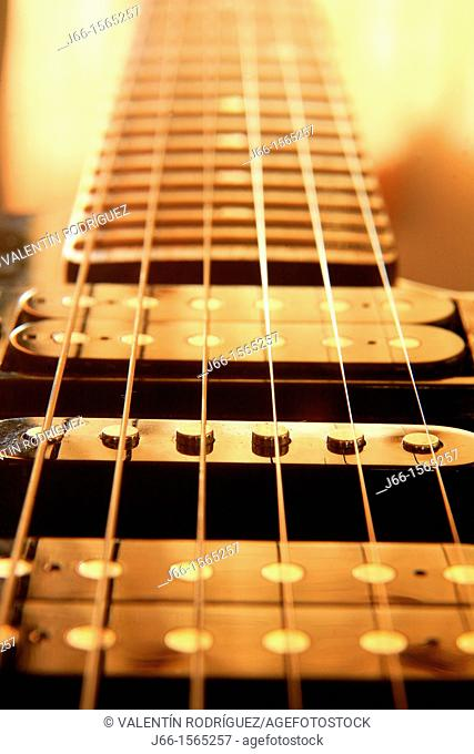 Details of electric guitar strings