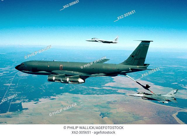 KC-135 Stratotanker refuelling F-16