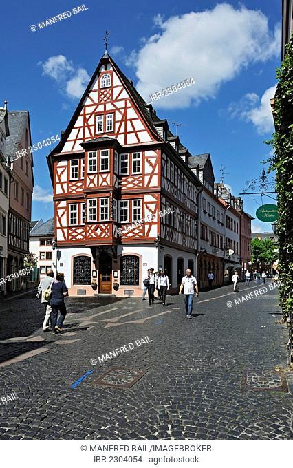 Old half-timbered house, Weinhaus Spiegel, wine restaurant, near Kirschgarten square, Mainz, Rhineland-Palatinate, Germany, Europe