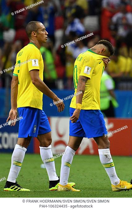 v.re:NEYMAR (BRA), MIRANDA (BRA), disappointment, frustrated, disappointed, frustratedriert, dejected, go from place to end of game, action