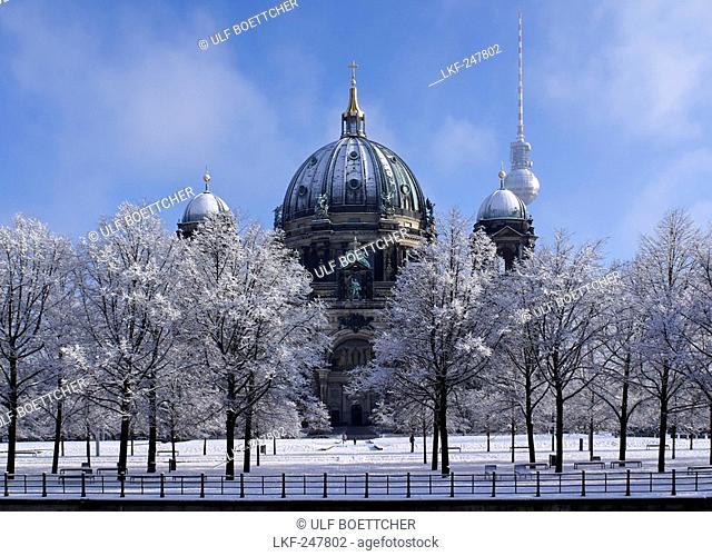 Berlin Cathedral in winter, Berlin, Germany