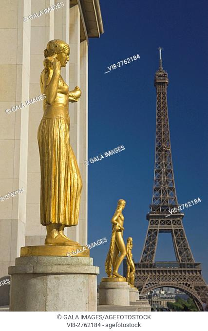 ROW OF GILDED GOLDEN STATUES PLACE DU TROCADERO PALAIS DE CHAILLOT EIFFEL TOWER PARIS FRANCE