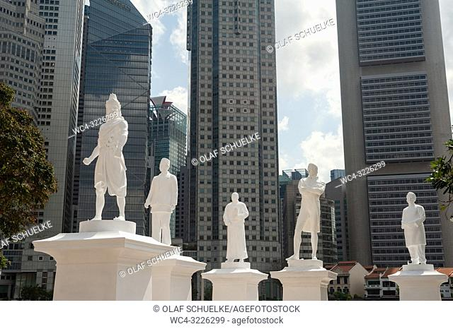 Singapore, Republic of Singapore, Asia - The statue of Sir Thomas Stamford Raffles is temporarily seen at the Singapore River along with four more statues of...