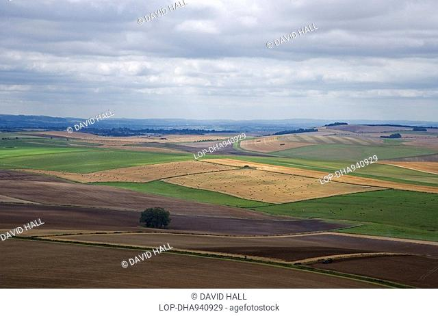 England, Wiltshire, Near Avebury, Aeriel view of farmland on Marlborough Downs