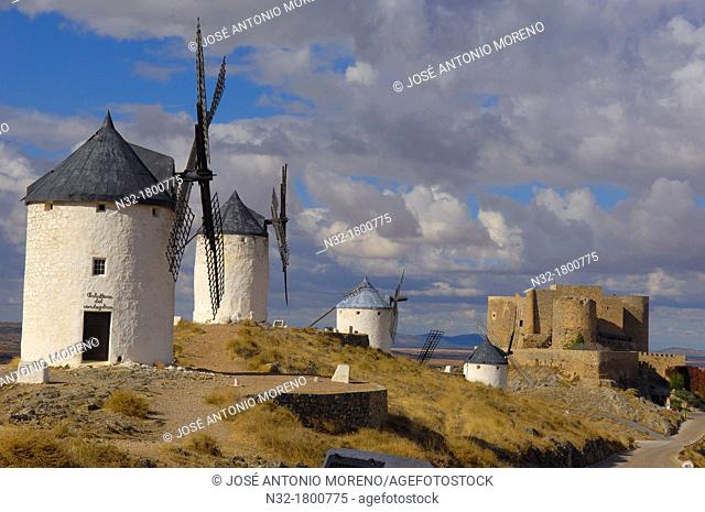 Windmills and Castle of the Knights of St  John of Jerusalem, Consuegra, Toledo province, Route of Don Quixote, Castilla-La Mancha, Spain