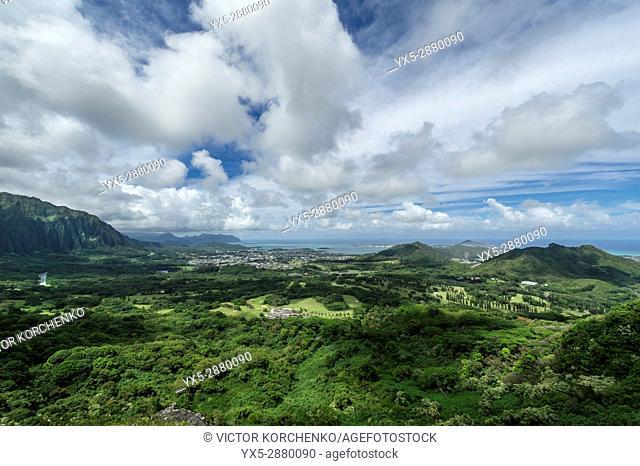 Scenic view from Nu'uanu Pali lookout on Oahu Island, Hawaii