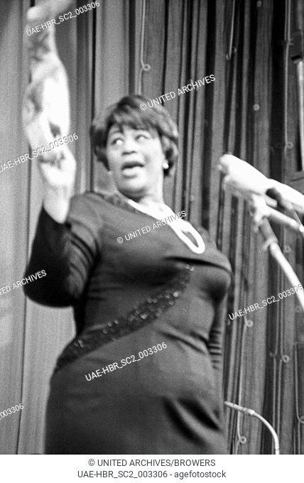 Bambi Preisverleihung im Herkules Saal der Münchner Residenz am 22. Januar 1967: Ella Fitzgerald. 24x36swNeg105