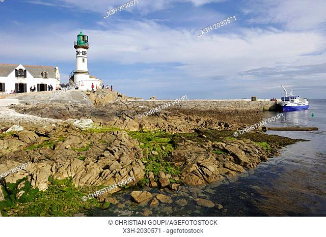 Ile de Sein, off the coast of Pointe du Raz, Finistere department, Brittany region, west of France, western Europe.	1015