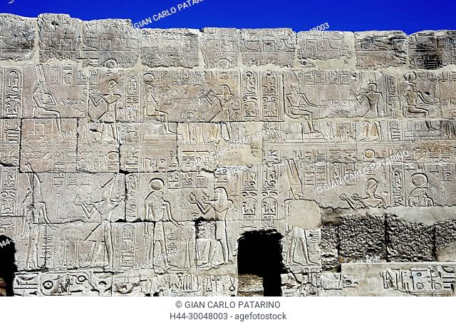 Luxor, Egypt, West Bank, Qurna. The funerary temple of the pharaoh Menmaatra Seti I (XIX° dyn.) in Qurna: a sculpted wall