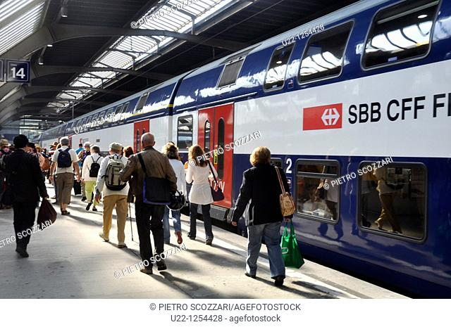 Zurich (Switzerland): people and trains at the main train station