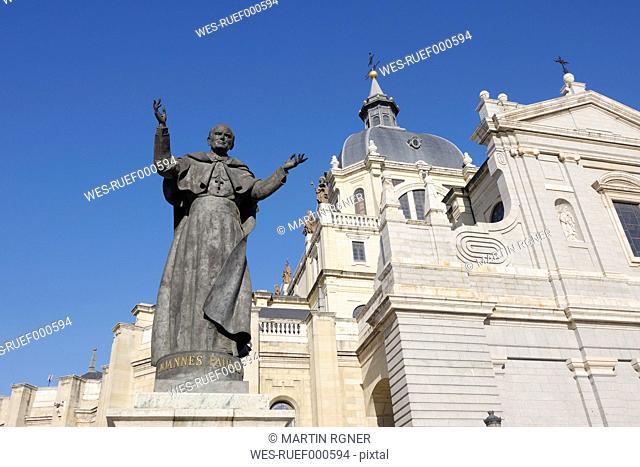 Spain, Madrid, View of Santa Mar¡a la Real de La Almudena with statue