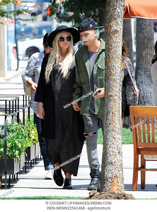 Pregnant Ashlee Simpson has lunch with her husband, Evan Ross, and mother, Tina Simpson, at Barrel & Ashes in Studio City