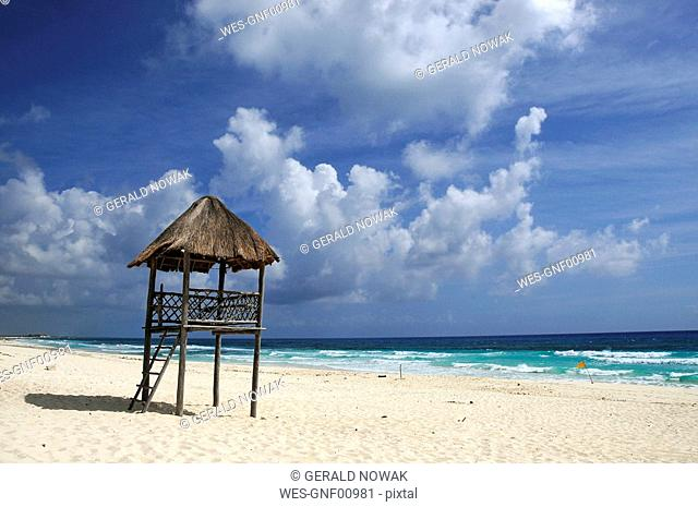 Mexiko, Cozumel, Lifeguard hut on beach