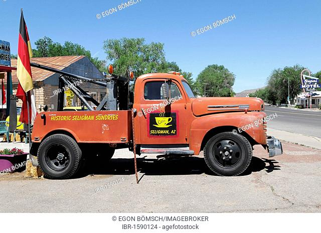 Vintage tow truck, Route 66, Seligman, Arizona, USA, North America