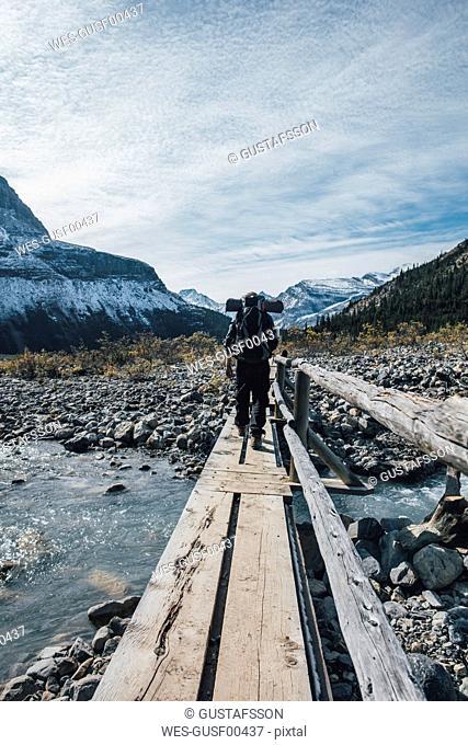 Canada, British Columbia, Mount Robson Provincial Park, man hiking on Berg Lake Trail