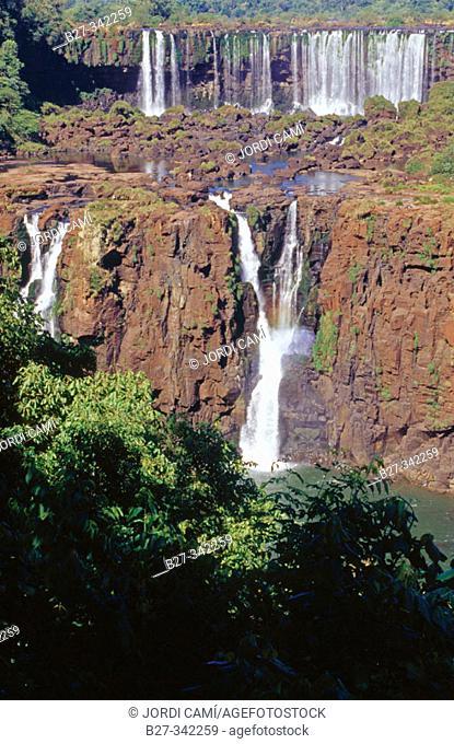 Tres Mosqueteros Falls. Rivadavia Falls at the rear. Iguazu National Park. Misiones province. Argentina