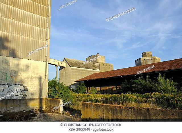 silos et gare desaffectes, Nogent-le-Roi, departement Eure-et-Loir, region Centre-Val de Loire, France, Europe/disused silos and railway station, Nogent-le-Roi