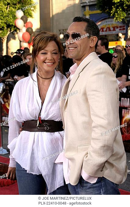 War of the Worlds (Premiere) Leah Remini, Angelo Pagan 06-27-2005 / Grauman's Chinese Theatre / Hollywood, CA Photo by Joe Martinez