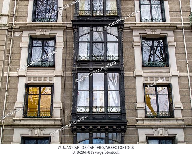 Detalle de la fachada de un edificio en Bilbao. Vizcaya. Pais Vasco. España. Europa