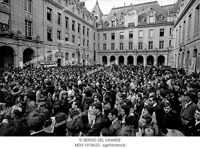 Many French university students occupying the Sorbonne inner courtyard during a students demonstration. Paris, May 1968