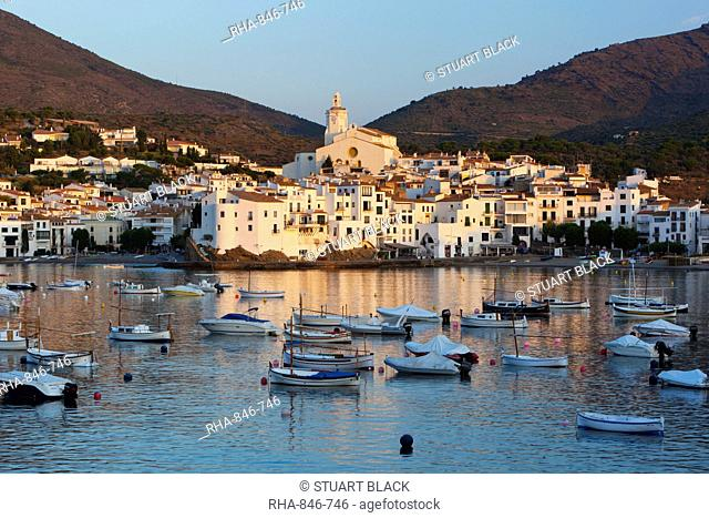 Harbour and town, Cadaques, Costa Brava, Catalonia, Spain, Mediterranean, Europe