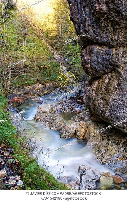 Route of El Alba. Gorge of Llaimo. Redes Natural Park and Biosphere Reserve. Soto de Agues. Sobrescobio Council. Asturias. Spain