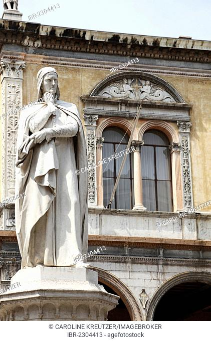 Statue of Dante Alighieri, the Loggia del Consiglio at back, Piazza dei Signori, Verona, Veneto, Italy, Europe