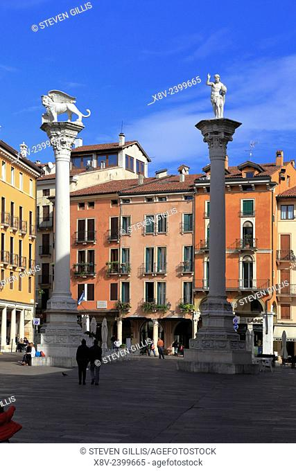 Columns with the lion of St Mark and the Redeemer in Piazza dei Signori, Vicenza, Italy, Veneto