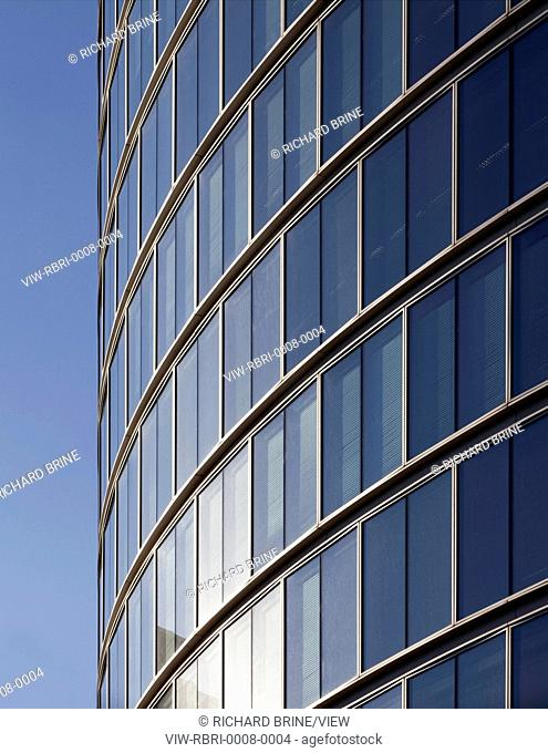The 19-storey glass-clad office building at the junction of London Wall and Moorgate offers 43,000 m2 of space. At ground and fi