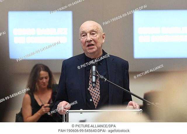 06 June 2019, Bavaria, Munich: Georg Baselitz, artist, speaks after a photo session about a donation of his works to the Pinakothek der Moderne