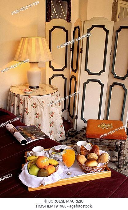 Portugal, Lisbon, York House, charm hotel in a former monastery, a room