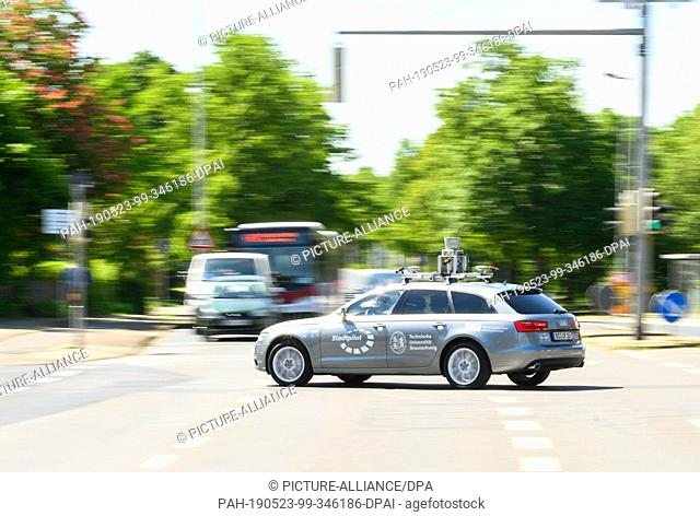 23 May 2019, Lower Saxony, Brunswick: An automated driving car of a project of the German Aerospace Center (DLR) drives on a road