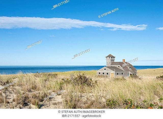 Race Point Beach, Old Harbor Life-Saving Station Museum, dune on the Atlantic Ocean, nature reserve, Cape Cod National Seashore, Massachusetts, New England, USA