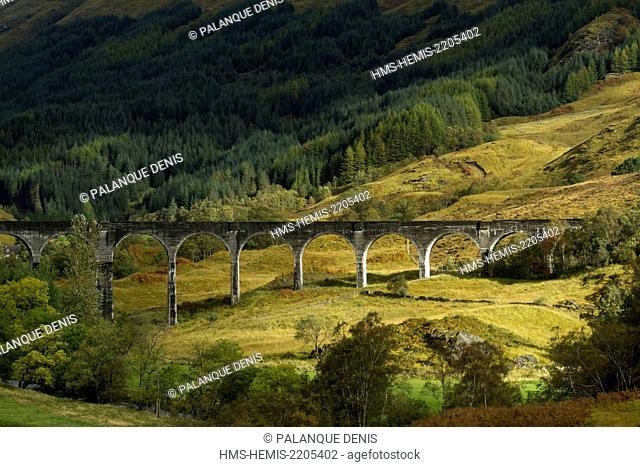 United Kingdom, Scotland, Lochaber district, Glenfinnan, West Highland Railway, Glenfinnan viaduct