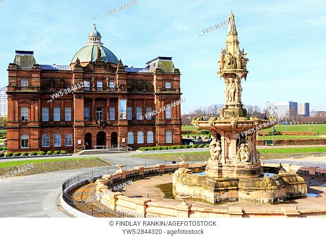 Peoples palace museum and the Daulton Fountain, Glasgow Green, Glasgow, Scotland, UK