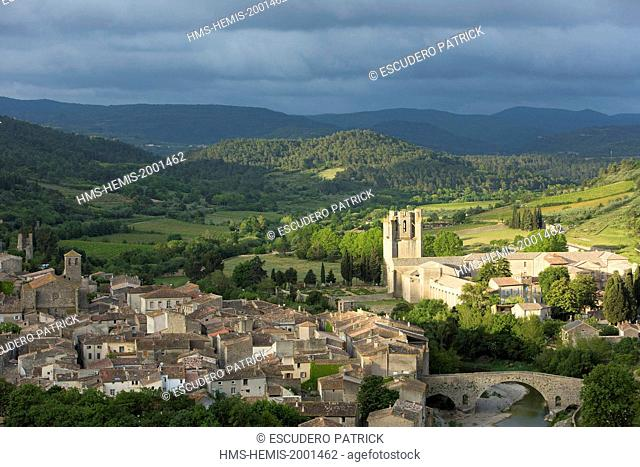 France, Aude, Lagrasse, labelled Les Plus Beaux Villages de France (The Most Beautiful Villages of France), general view of the village