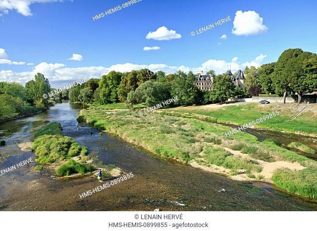 France, Cher, Berry, Saint Florent sur Cher, Cher River and castle