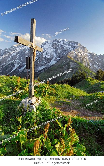 Summit cross in front of Hoher Goell at hiking trail to Kehlsteinhaus, Berchtesgadener Land, Bavaria, Germany