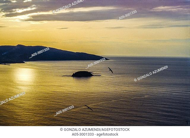 Izaro Island. Between Bermeo and Mundaka. Urdaibai Region. Bizkaia. Basque Country. Spain