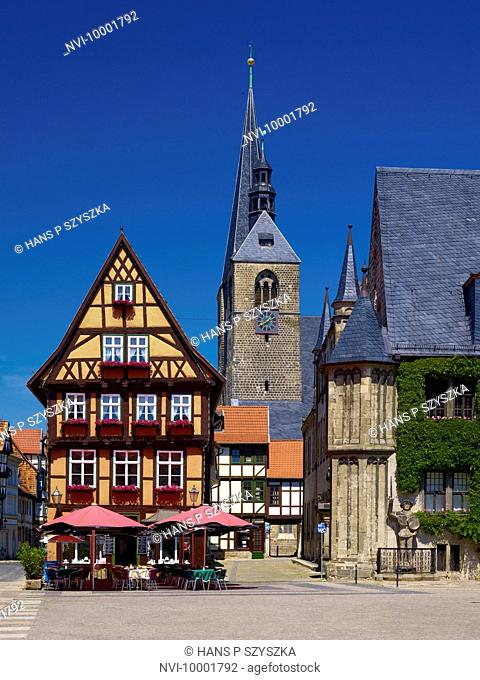 Marketplace with City Hall and St. Benedictine Church, Hoken gastronomy, Quedlinburg, Saxony-Anhalt, Germany