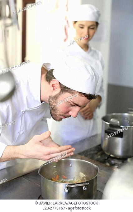 Trying the food, Chef, Cooks in cooking school, Cuisine School, Donostia, San Sebastian, Gipuzkoa, Basque Country, Spain, Europe