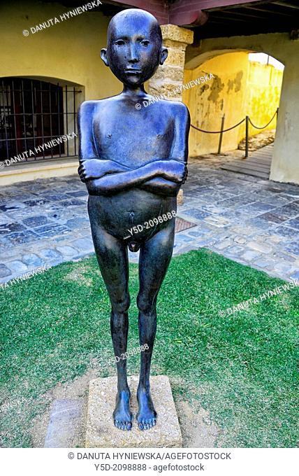 Sculpture at courtyard of Castillo de Santa Catalina, Cádiz, Andalucía, España, Europa