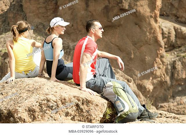 spain, mountain-hiking, tourists, sitting, hikers, pause, nature