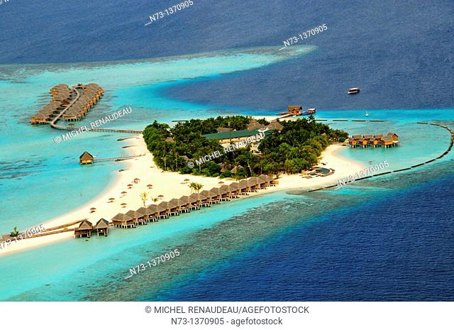 Indian Ocean, Maldives, Alifu Dhaalu Atoll, Constance Moofushi Resort, Aerial view