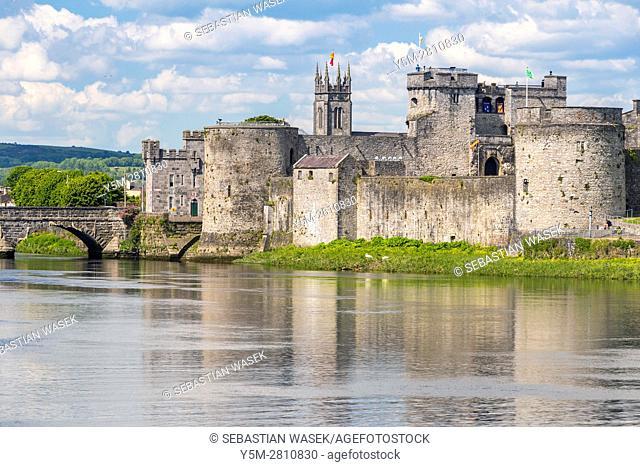 King John's Castle and the River Shannon, Limerick, County Limerick, Munster, Ireland, Europe