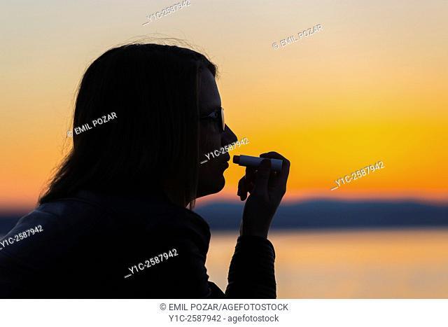 Silhouetting lips make-up fix