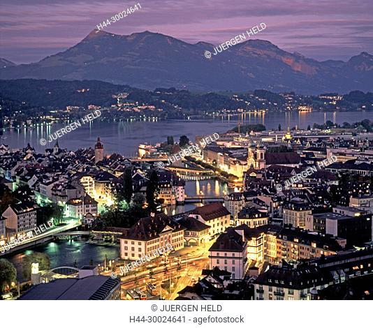 Schweiz, Luzernm Vierwaldstaetter See, Daemmerung | switzerland, Lucerne,panoramic view, old city center, dusk