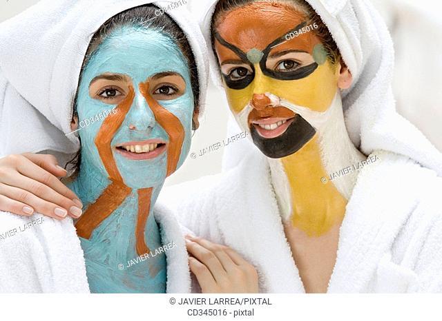Body mud, La Phyto personalized treatment. 100% natural active principles: seaweeds, clays, oligo-elements, essential oils, plant extracts, cereals, etc