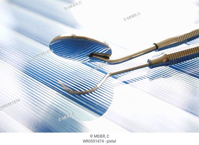 Dental set of instruments : Dental mirror and dental explorer