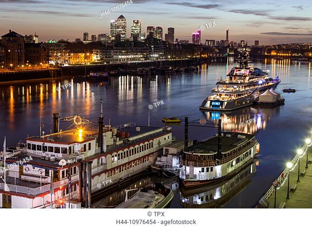 England, England, London, Sunset ver The River Thames and Canary Wharf